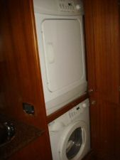 60' Ocean Alexander LRC Trawler Washer and Dryer