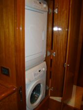 Ocean Alexander 64 Washer/Dryer